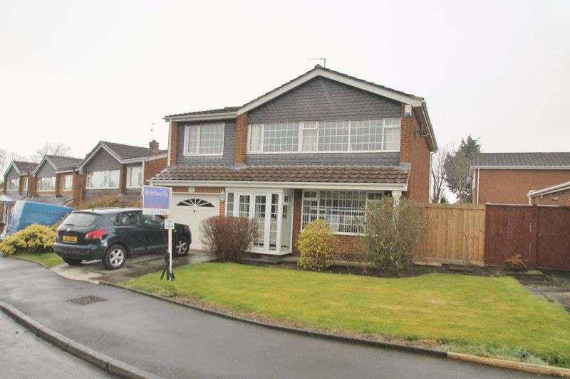 4 Bedrooms Detached House for sale in Cleveland Close, Ormesby