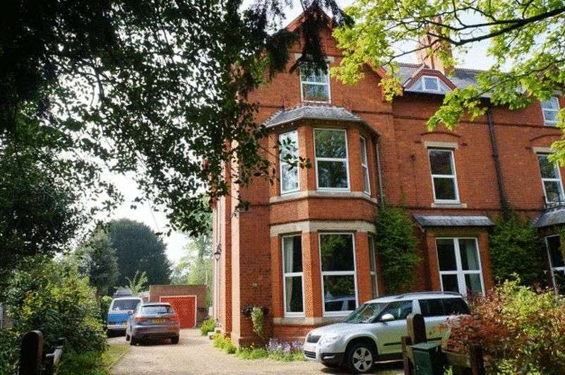 4 Bedrooms Semi Detached House for sale in East Street, Alford