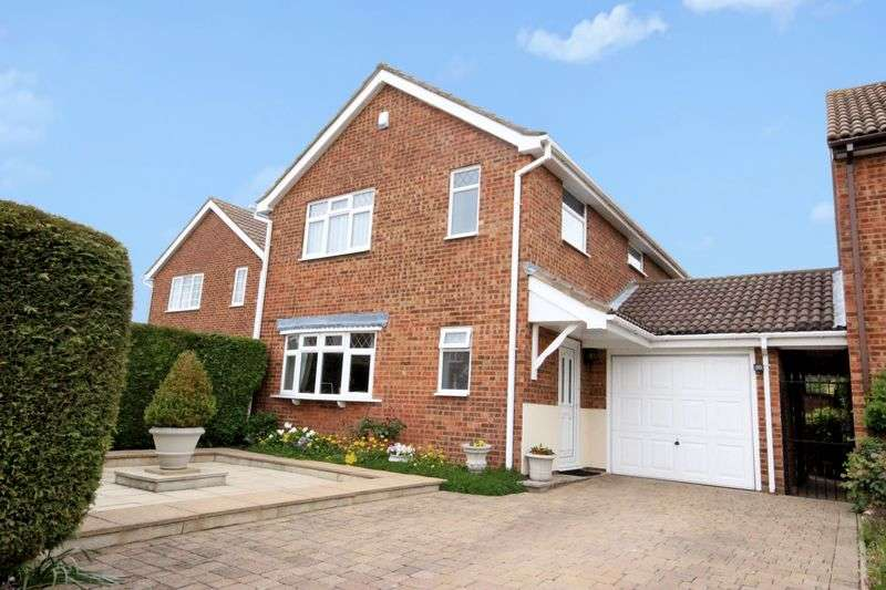 4 Bedrooms Detached House for sale in Douglas Road, Brickhill, Bedford
