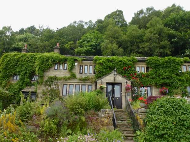 4 Bedrooms Detached House for sale in STONEY ROYD LANE TODMORDEN