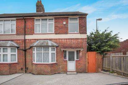 3 Bedrooms Semi Detached House for sale in Hillborough Road, Luton, Bedfordshire, South Luton