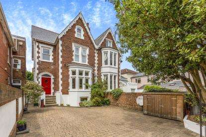5 Bedrooms Semi Detached House for sale in Southsea, Hampshire, United Kingdom