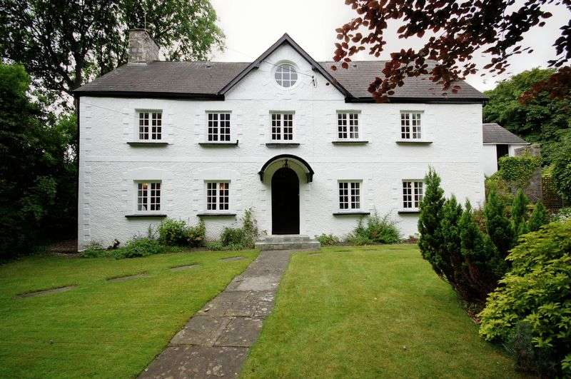 5 Bedrooms Detached House for sale in The Court House, High Street, Llantwit Major CF61 1SS