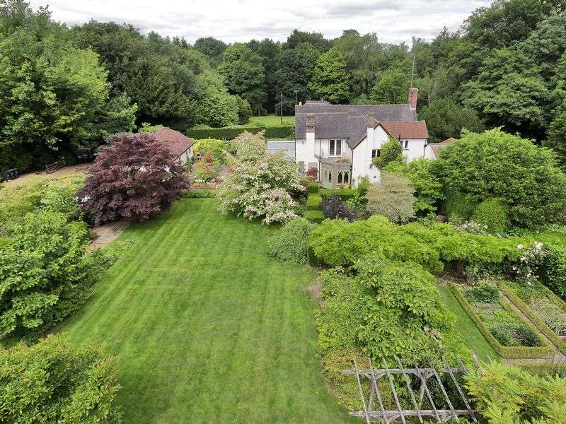 5 Bedrooms Detached House for sale in Wallage Lane, Rowfant, West Sussex