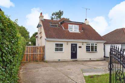 3 Bedrooms Detached House for sale in North Road, Havering Atte Bower, Essex