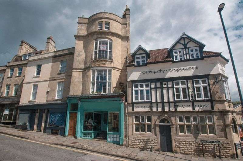 4 Bedrooms Terraced House for sale in 4 Floors of a Georgian townhouse in the near the city centre of Bath