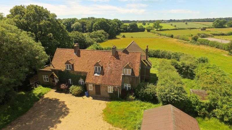5 Bedrooms Detached House for sale in Asheridge, Chesham