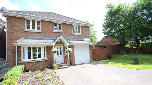 4 Bedrooms Detached House for sale in 2 Priory Lane, Warfield, Berkshire, RG42 2JT