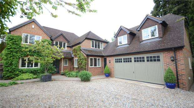 5 Bedrooms Detached House for sale in 132 Nine Mile Ride, Finchampstead, Wokingham, RG40 4JA