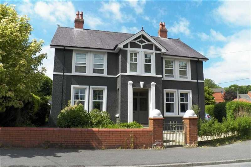 4 Bedrooms Property for sale in The Grove, Carmarthen