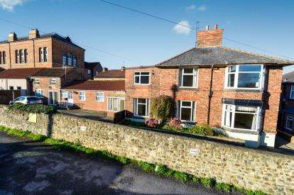 3 Bedrooms House for sale in The Villas, Bridge Street, Bedale, North Yorkshire