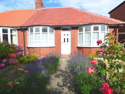 2 Bedrooms Bungalow for sale in Fairfield Green, Whitley Bay, Tyne and Wear, NE25