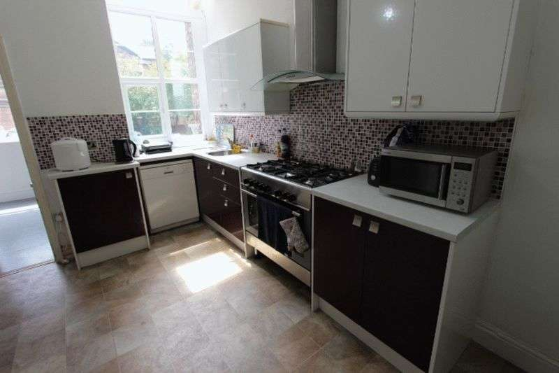 3 Bedrooms Semi Detached House for sale in Turners Hill, Waltham Cross