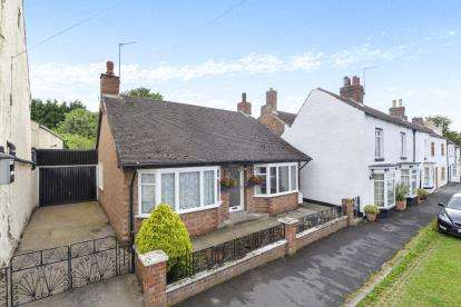 2 Bedrooms Bungalow for sale in St. James Green, Thirsk, North Yorkshire