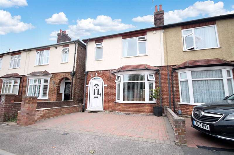 3 Bedrooms Semi Detached House for sale in Geralds Avenue, Ipswich