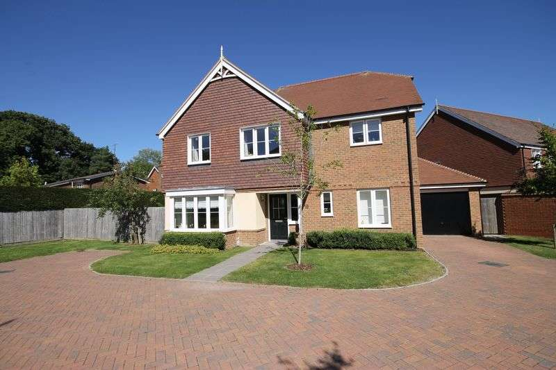 4 Bedrooms Detached House for sale in Shearing Drive, Burgess Hill, West Sussex
