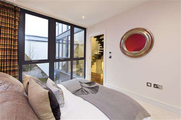 4 Bedrooms House for sale in Townhouse Mews, St Stephen's Avenue, London