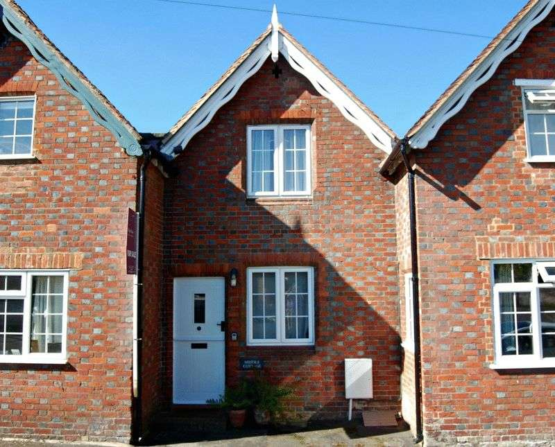 2 Bedrooms Terraced House for sale in The Dean, Alresford