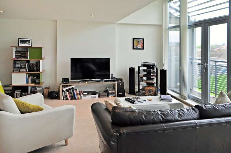 3 Bedrooms Penthouse Flat for sale in Valley Mills, Park Road
