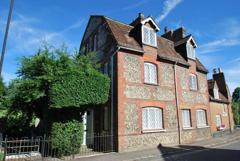 6 Bedrooms Cottage House for sale in Missenden Road, Old Chesham, HP5