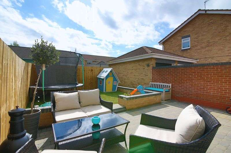 3 Bedrooms Semi Detached House for sale in Marina View, Hebburn