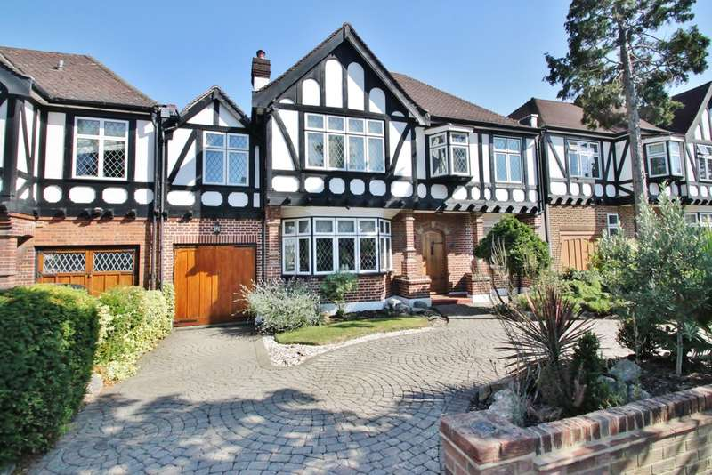 4 Bedrooms Detached House for sale in Malvern Drive, Woodford Green