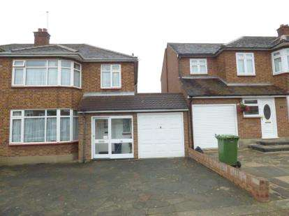 3 Bedrooms Semi Detached House for sale in Gidea Park