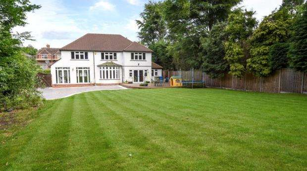 5 Bedrooms Detached House for sale in 3 Empress Avenue, Farnborough, Hampshire, GU14 8LU