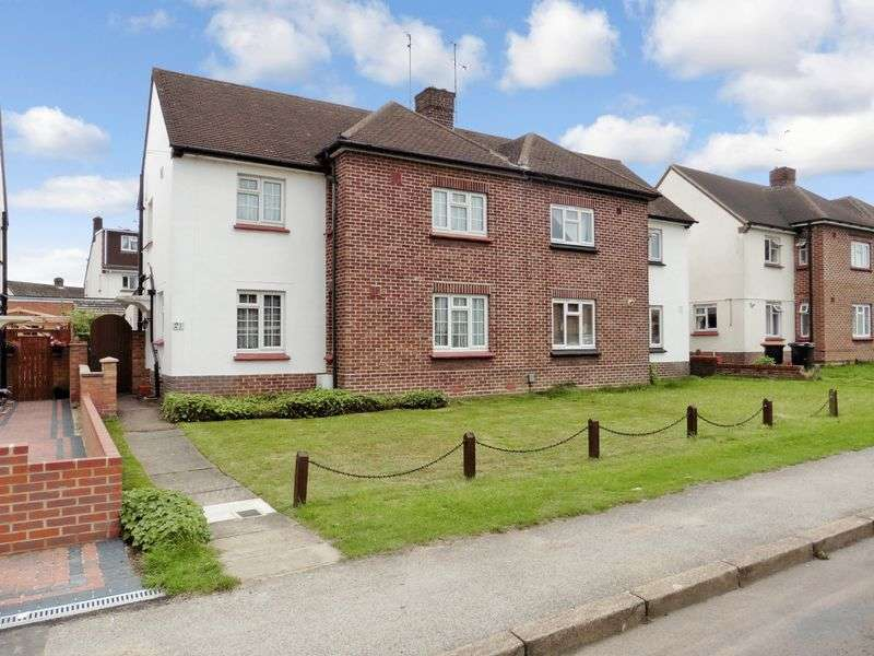 3 Bedrooms Semi Detached House for sale in Loring Road, Dunstable