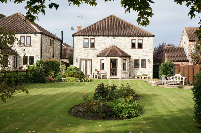 4 Bedrooms Detached House for sale in The Stables, Towton, Tadcaster