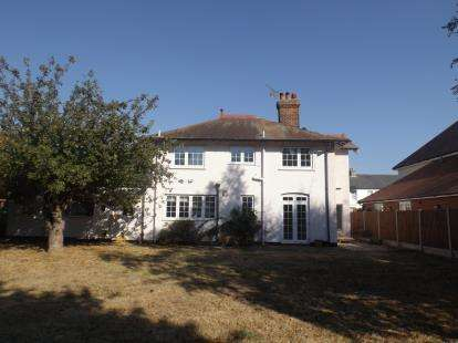 4 Bedrooms Detached House for sale in Frinton On Sea, Essex