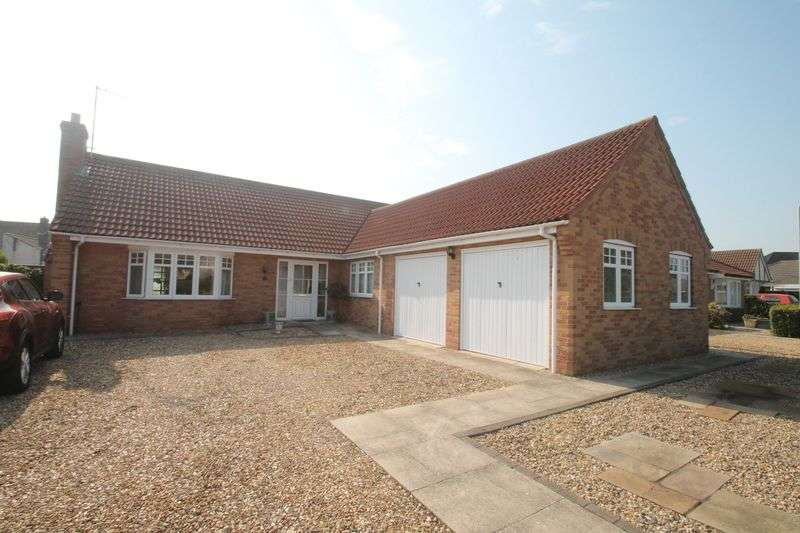 3 Bedrooms Semi Detached Bungalow for sale in Mulberry Way, Spalding
