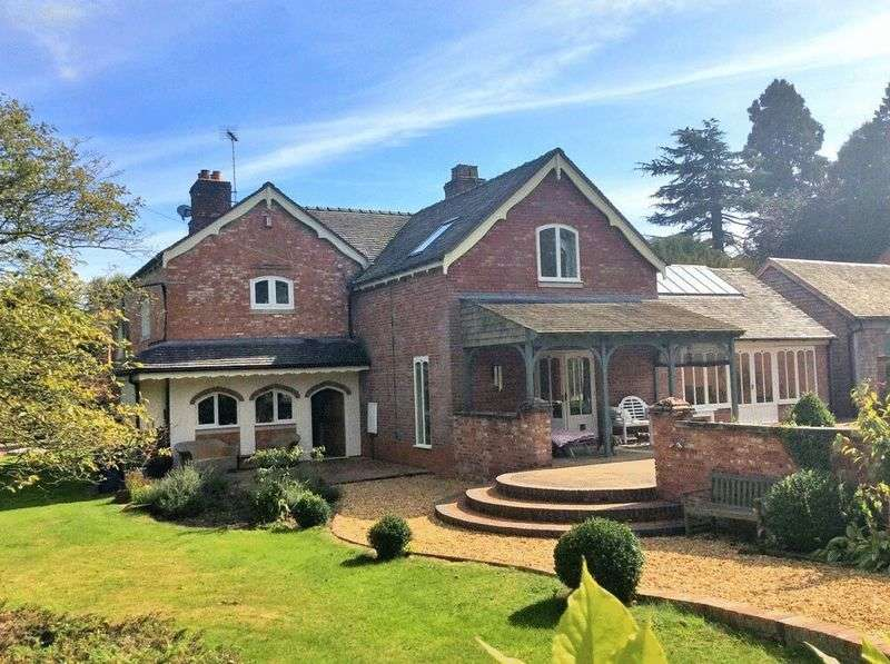 4 Bedrooms Detached House for sale in Crakemarsh, Uttoxeter