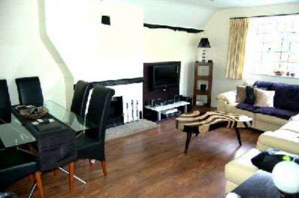 2 Bedrooms Flat for sale in Barn Court, High Wycombe