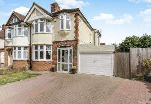 3 Bedrooms Semi Detached House for sale in Bolton Close, Chessington, Surrey