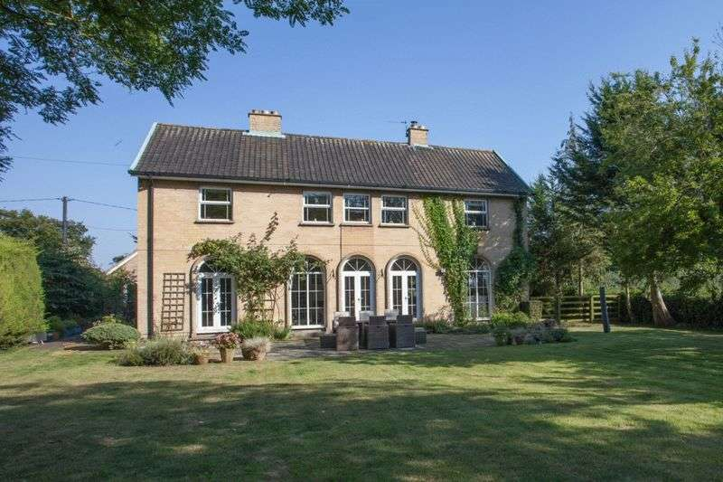 4 Bedrooms Detached House for sale in Bunwell