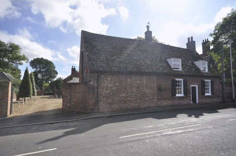 4 Bedrooms Detached House for sale in West Street, Godmanchester