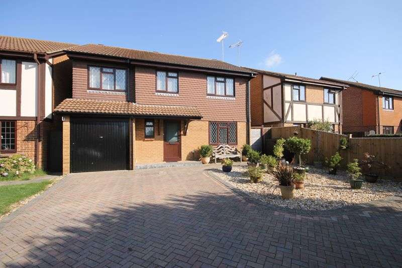 5 Bedrooms Detached House for sale in The Gilligans, Burgess Hill, West Sussex