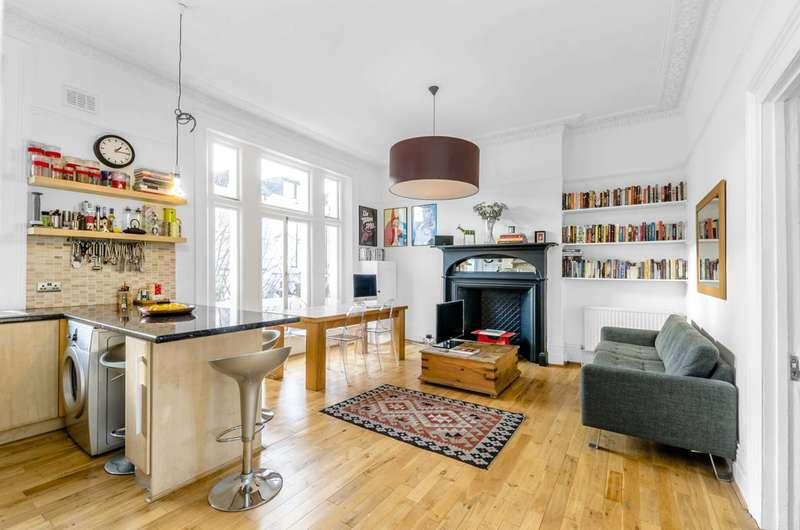 Flat in  Belsize Crescent  London  NW3  Camden