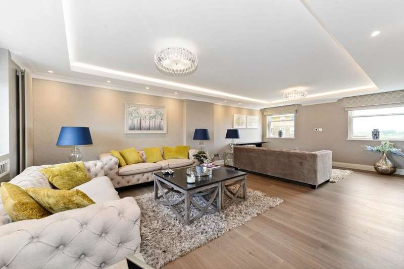 Penthouse in  St Johns Wood Park  St. Johns Wood  NW8  Richmond