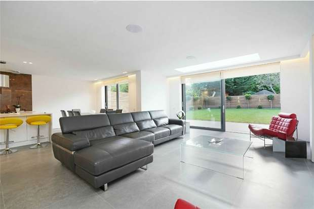 Detached house in  Corringway  London  W5  Richmond