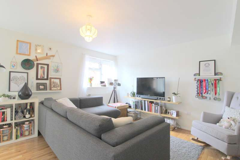 Flat in  The Hollands  Feltham  TW13  Richmond