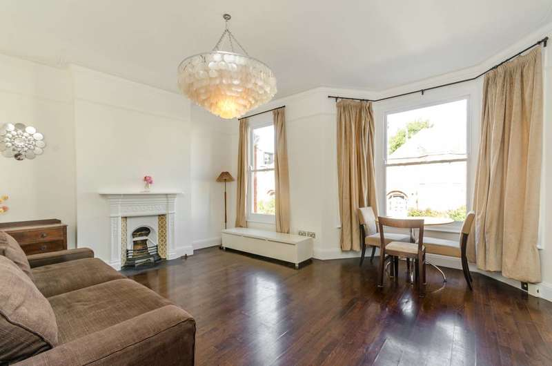 Flat in  Woodside  London  SW19  Richmond