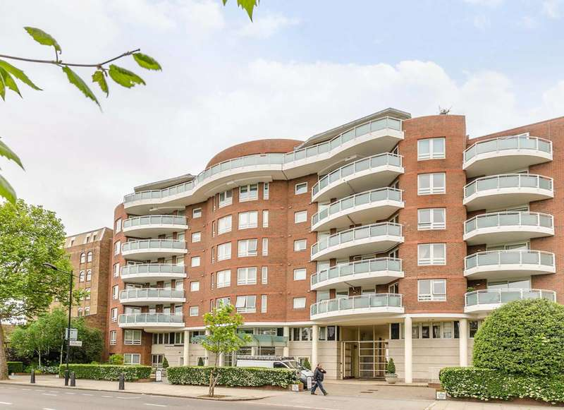 Flat in  St Johns Wood Road  St. Johns Wood  NW8  Richmond