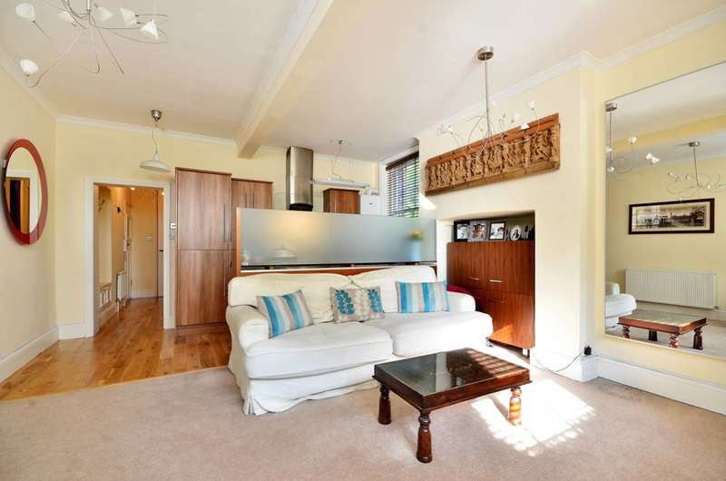Flat in  The Common  Ealing  W5  Richmond