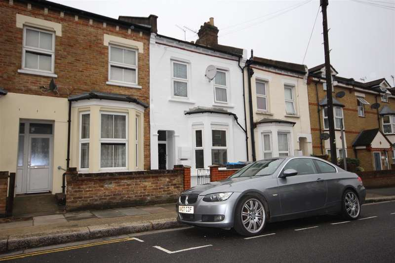 Flat in  Beaconsfield Road  London  NW10  Richmond