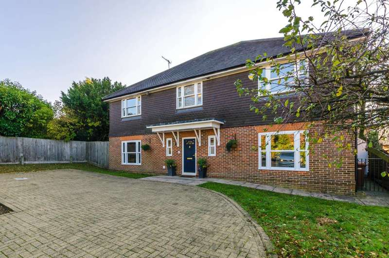 Detached house in  Chartwell Place  Harrow  HA2  Richmond