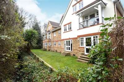 Flat in  Portsmouth Road  Esher  KT10  Richmond