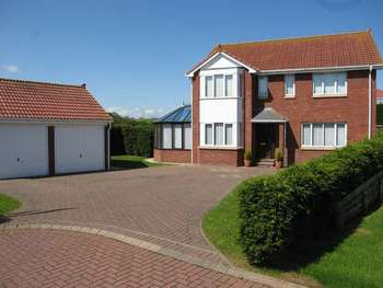 5 Bedrooms Detached House for sale in Meadow Grange, Berwick-Upon-Tweed