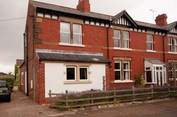 4 Bedrooms Semi Detached House for sale in Oldcotes, Worksop